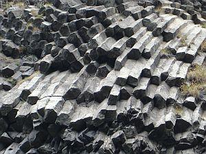 Andezit bazalt