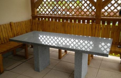 kültéri kő asztal